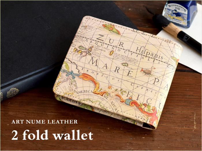アートヌメレザーシリーズの二つ折り財布「アンティークマップ」柄です。
