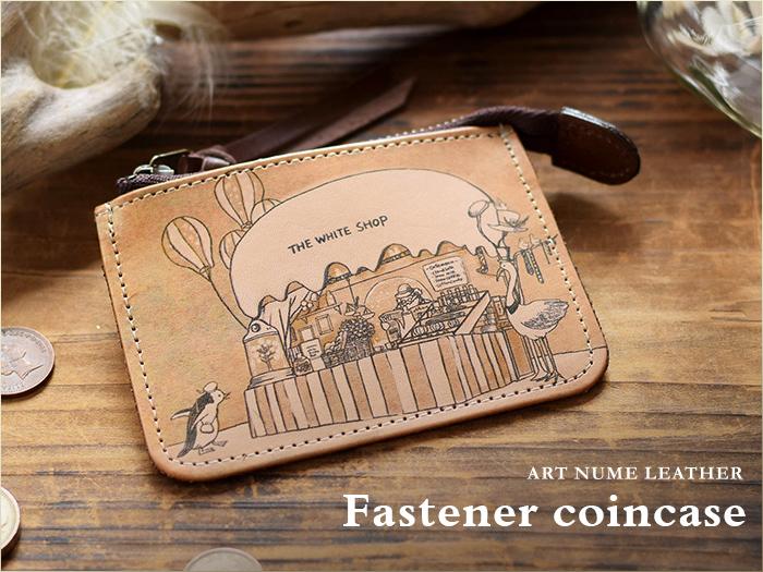 アートヌメレザーシリーズのファスナーコインケース「ホワイトショップ」柄です。