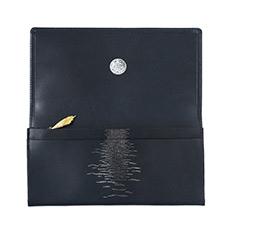 シナリーオブザコメット 長財布 月と海の商品ページへ移動する