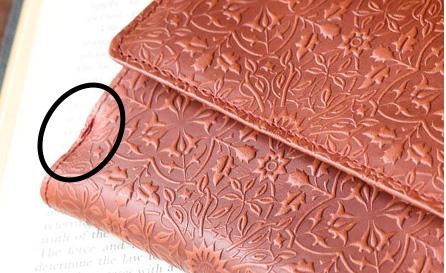 モリスBOX2つ折り財布の小銭入れ付け根周辺のイメージ