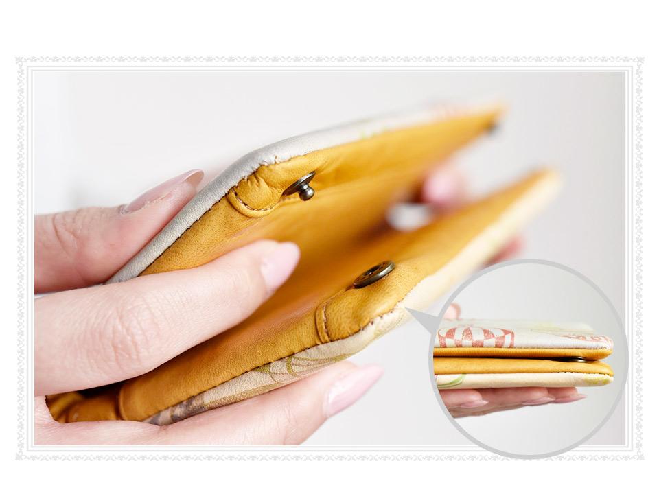 長財布のホック部分のズーム画像。
