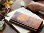 ホック一つでお財布を開閉でき、 スリムなのに、通帳もスッキリ入れる ことができるので、長財布が初めての 方にも人気です。