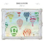 早朝の空に、気球が飛び交う姿が描かれたこちらのデザインは、 気球に乗った人々の楽しそうな様子が細かく描きこまれています。