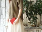 日本人に親しまれているヤマツツジからとった朱色の優しい赤をイメージして染められた色です。