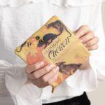 お財布を開くと一枚革に施されたアートの全貌を眺められます♪