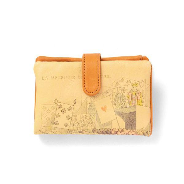 ベロ付き折り財布「トランプ」の白抜き写真です