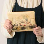 お財布を開けると、お財布がフラットな状態になるので 表のデザインもしっかり楽しめるのが特徴です。