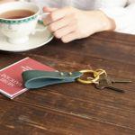 家の鍵や車のスマートキーなども付けられます。