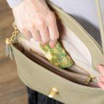 薄くスリムなので小さなバッグに入れても嵩張りません