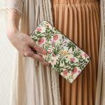 大きく開いて見やすいジャバラと多数の仕切りポケットで、お財布の中が散らかりにくく整理しやすいのが人気の秘訣です。